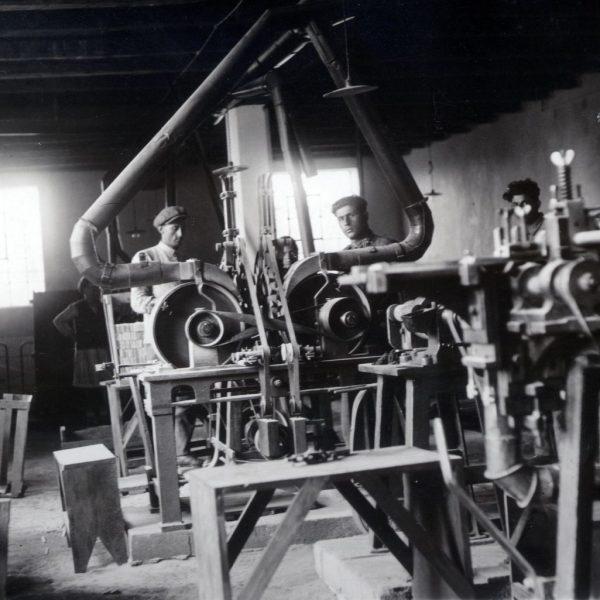 Fabrika-rabotnici-mashini 2